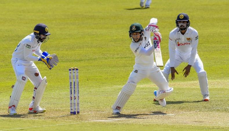 Sri Lanka openers circumspect after Bangladesh declare on 541