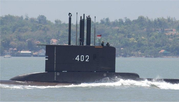 US joins race to find stricken Indonesia submarine