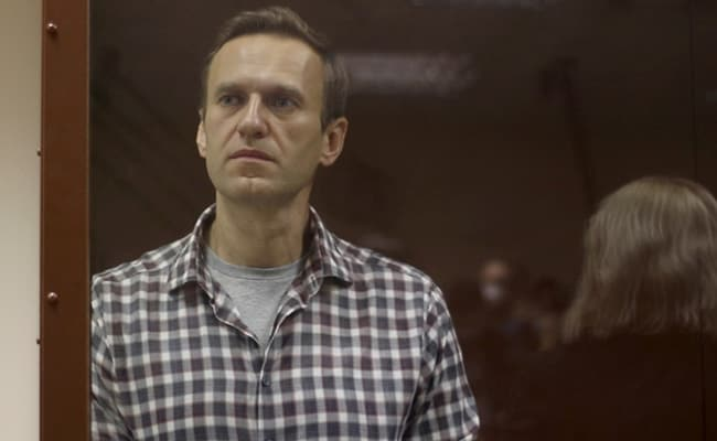 Navalny's doctors urge him to call off hunger strike