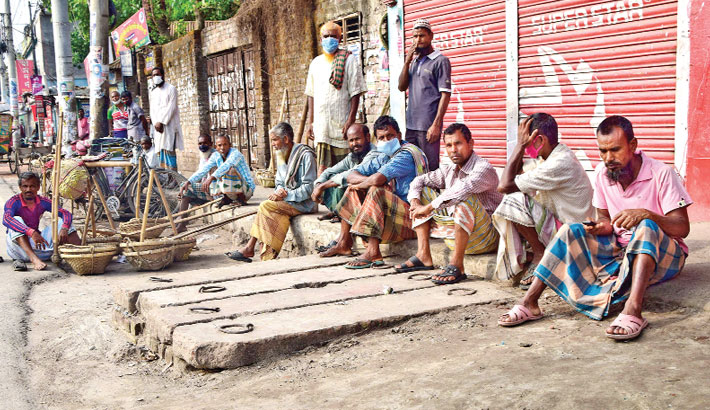 Miseries of day labourers rise as they are not getting any work due to ongoing lockdown