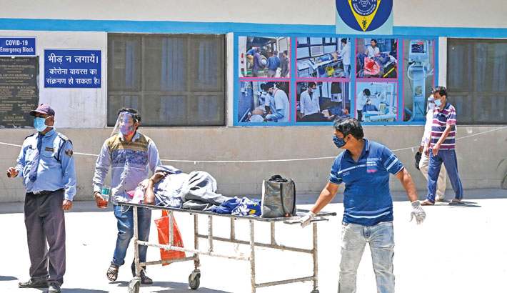 Relatives transport a Covid-19 patient on a stretcher