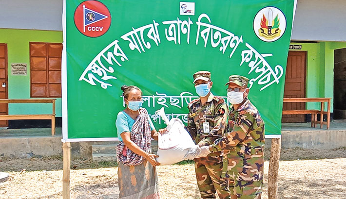 The Army provided food aid for 40 poor families