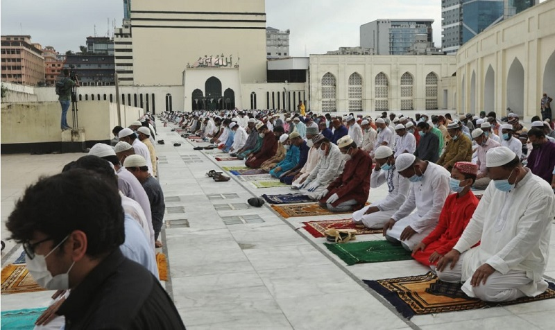 Eid-ul-Fitr prayers will have to be offered in mosque