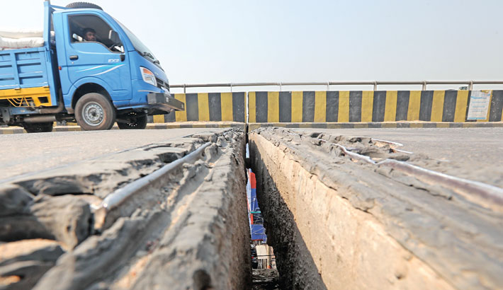 The rubber of two expansion joints of Sultana Kamal Bridge in Demra has got damaged completely