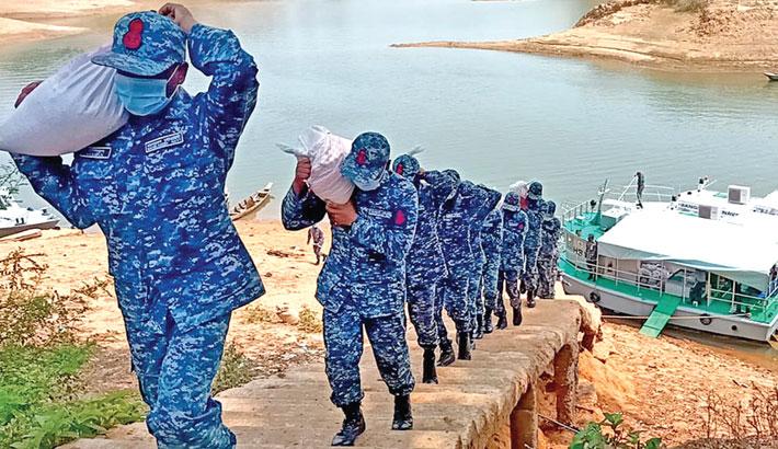 Navy distributes food assistance in Kaptai