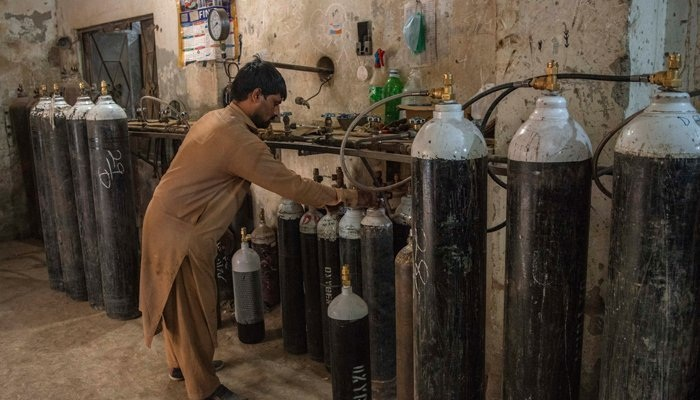 Pakistan heading towards acute oxygen shortage, warn producers