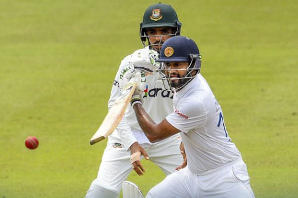 Sri Lanka off to cautious start as Bangladesh miss early chances