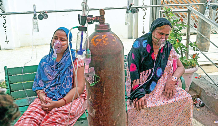 Indian corona patients flock to makeshift tents for oxygen