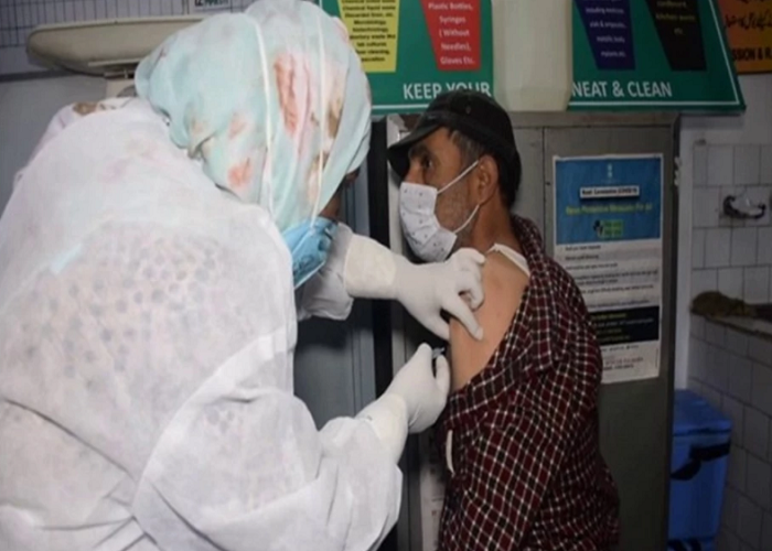 COVID-19: Vaccination drive intensified in Kashmir's Pulwama after surge in new cases
