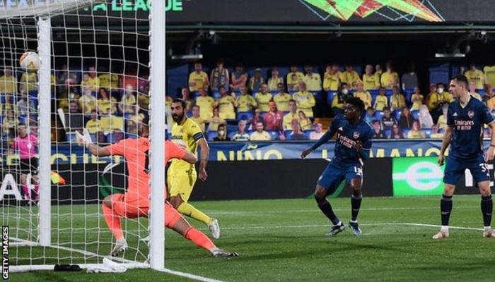 Pepe penalty gives Arsenal hope despite defeat at Villarreal