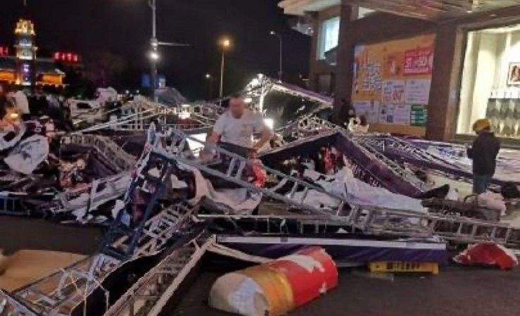 Storm kills at least 11 near Shanghai