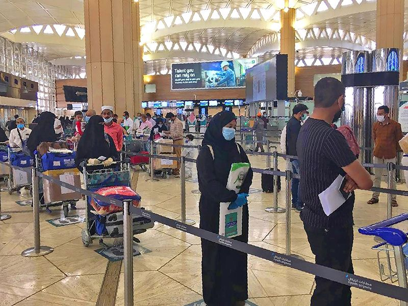 Saudi Arabia to lift travel curbs on 'immunised' citizens from May 17