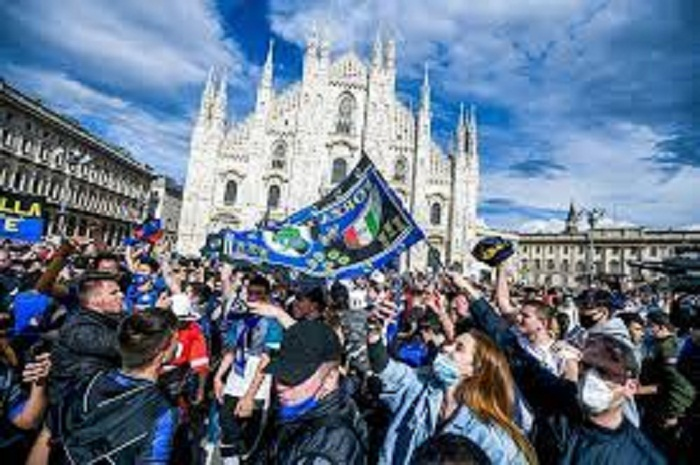 Inter fans party in Milan after 19th Serie A title triumph