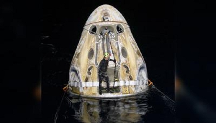 "SpaceX's Crew-1 astronauts make ""flawless"" nighttime splashdown in Gulf of Mexico"
