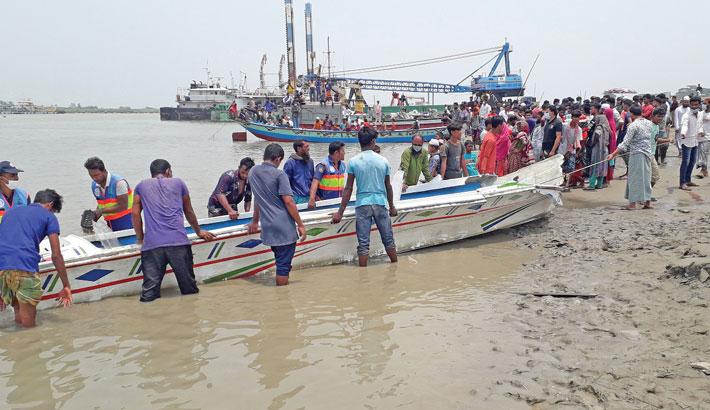 26 die as speedboat overturns in Padma