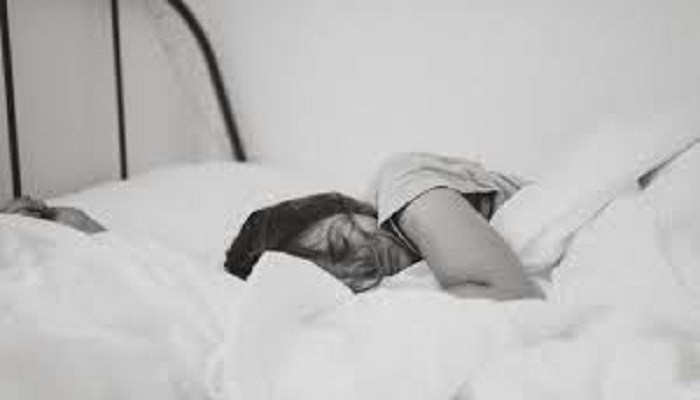 Too much, too little sleep linked to elevated heart risks in disease-free people