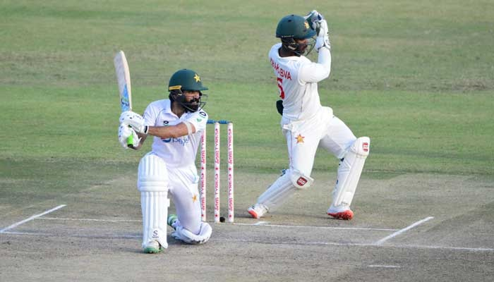 Pakistan recover after Zimbabwe grab early wicket