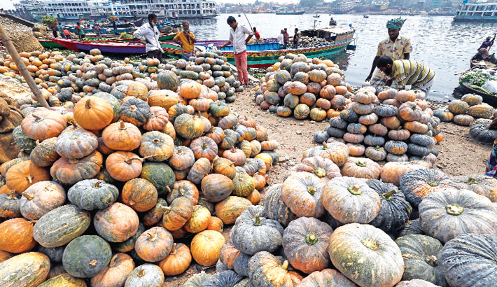 Traders bring pumpkins to the capital from different parts of the country by trawlers