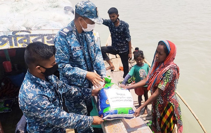 Navy distributes food items in Khulna, Bagerhat, Patuakhali