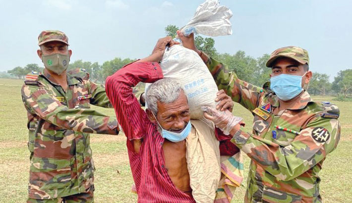 Army distributes relief items among the poor