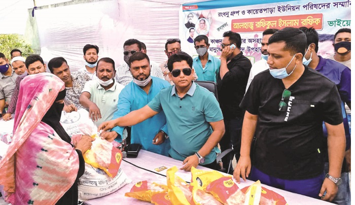 Rongdhanu Group hands out food aid among the poor