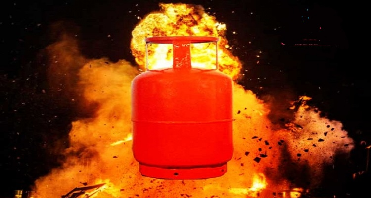 4 of a family burnt in Chattogrma gas cylinder blast