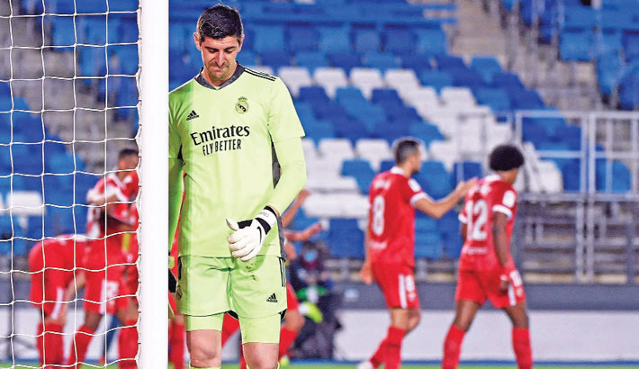 Real's title hopes hit by dramatic Sevilla draw; PSG, Juventus slip further