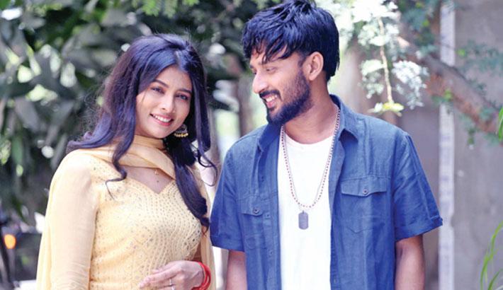 Manoj, Toya pair up for 'Laboni'