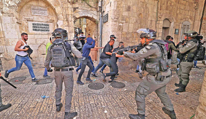 Over 300 wounded as violence flares at Al-Aqsa mosque