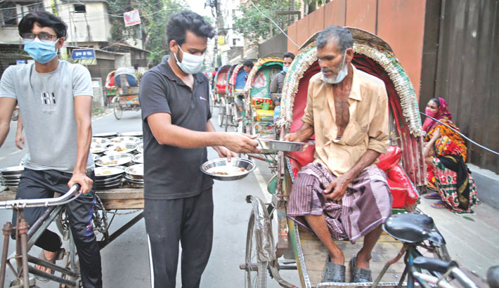 Mehmankhana's iftar brings smile to poor people's faces