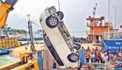 Microbus falls into Padma