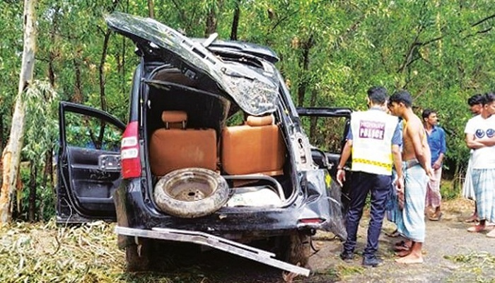 2 of a family killed in road crash in Chattogram