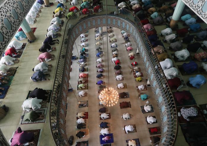 Bangladesh celebrates Eid-ul-Fitr   amid Covid-19 measures