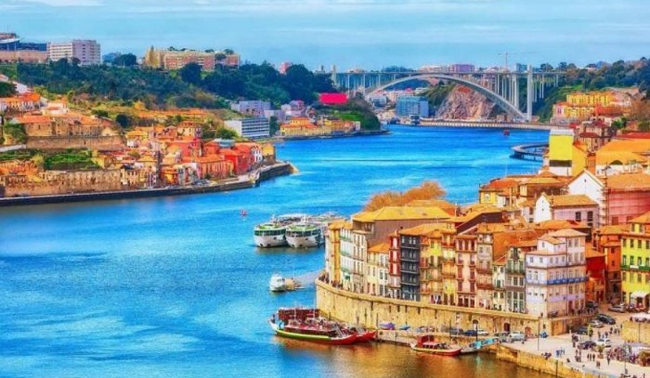 Portugal to open to most European tourists from Monday-552697