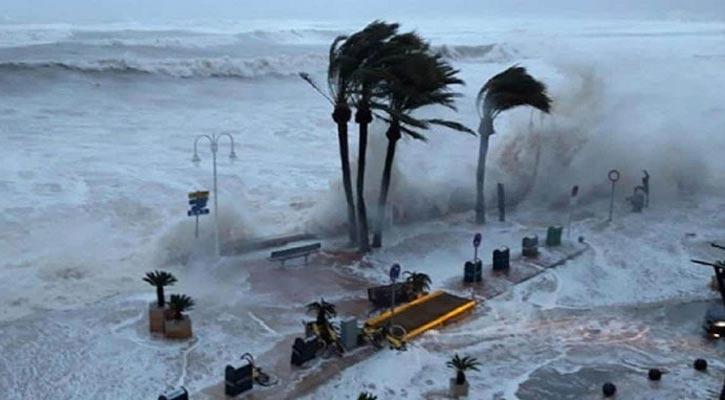 Cyclone Tauktae: 2 killed in Kerala, 4 in Karnataka as storm intensifies; Rains lash Goa, Mumbai on alert