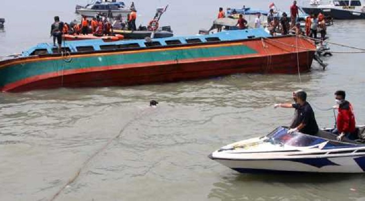 At least seven dead in Indonesia boat selfie accident
