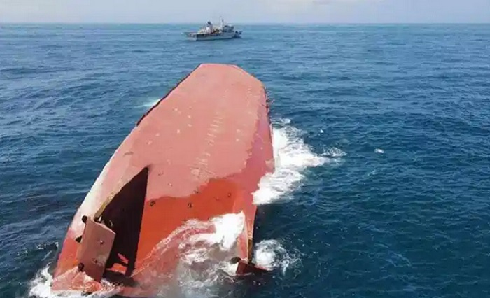 Chinese sand dredger capsizes in Taiwan Strait: 1 dead, 3 missing