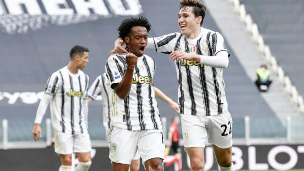 Ten-man Juve win Inter thriller to keep Champions League hopes alive