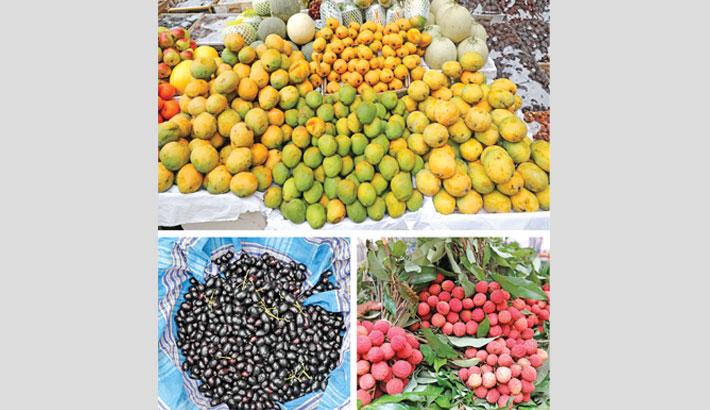 Tainted seasonal fruits flood city markets