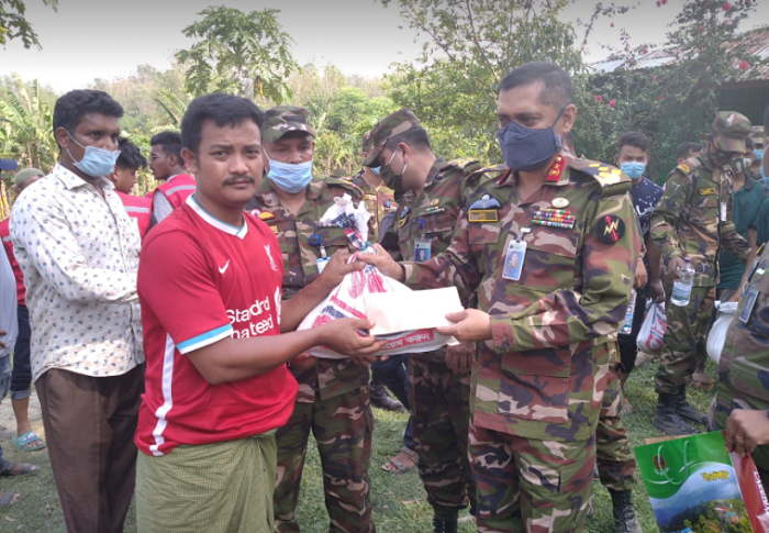 Army provided food and financial assistance to the fire victims in Bandarban