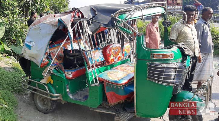 2 killed as auto-rickshaws collide head-on in Tangail