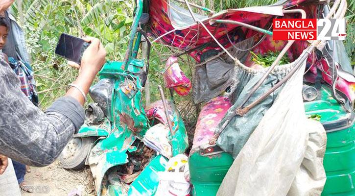4 killed as pick-up van hits auto-rickshaw in Feni