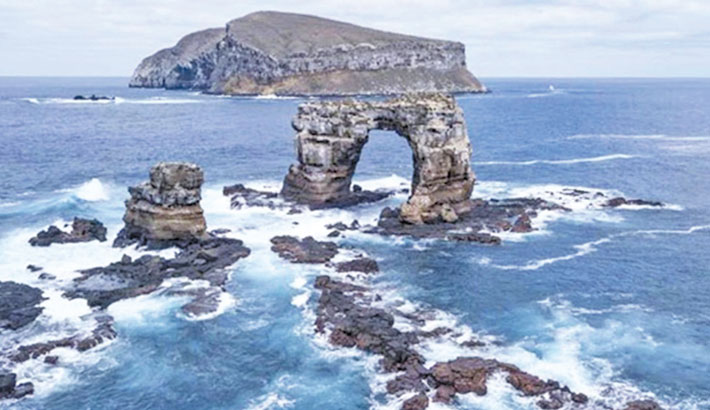Darwin's Arch in Galapagos Islands collapses