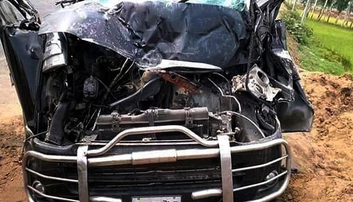 3 killed as microbus hits covered van in Tangail