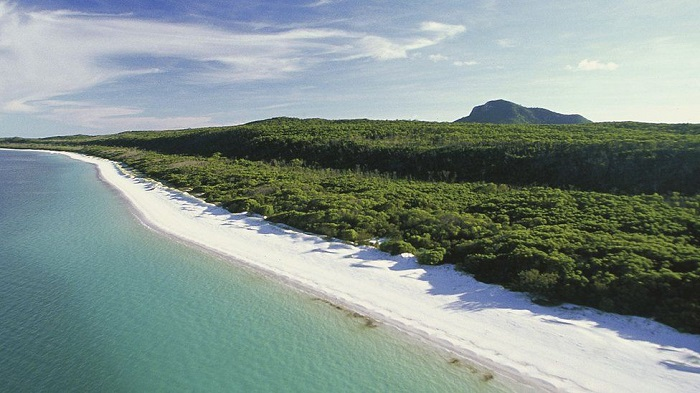Queensland offers cash bonus to attract tourism workers