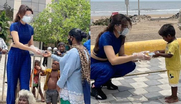 Urvashi Rautela distributes food to Cyclone Tauktae affected people in Mumbai