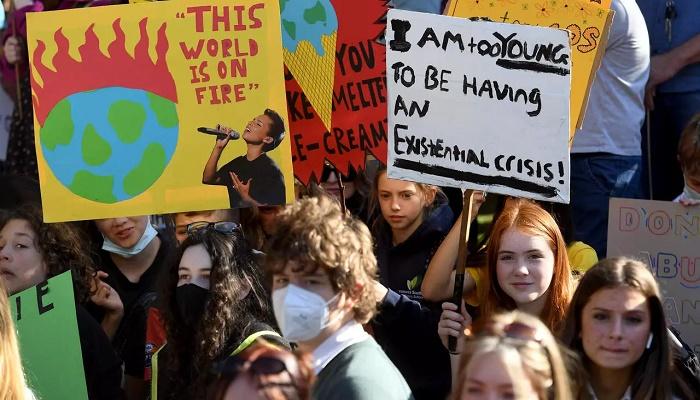 Australian schoolchildren cut class to renew climate protest