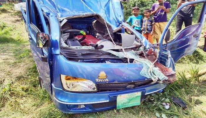 2 killed as microbus, pick-up collide in Brahmanbaria