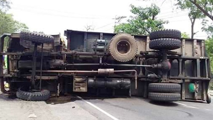 3 killed as truck overturns in Chattogram