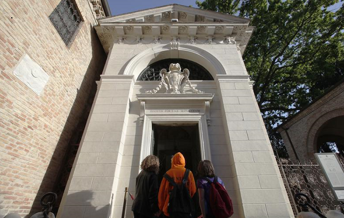 Daily readings at tomb honor Dante 700 years after his death